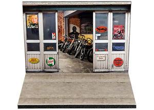 Diorama-presentoir-Garage-Motos-Classiques-1-24eme-24-2-A-A-001