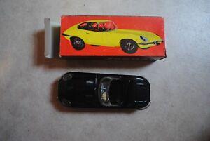 voiture-modele-reduit-en-tole-peinte