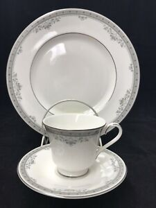 Royal-Doulton-York-3-Pc-Set-English-Fine-Bone-China-Plate-Cup-amp-Saucer