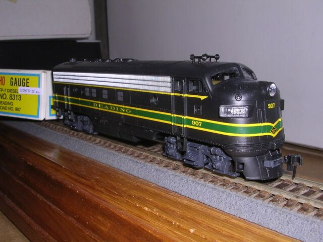 N Scale Union Pacific #906 GP40 Dcc Sound Value Equipped Diesel Locomotive
