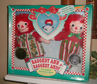 Raggedy Ann & Raggedy Andy Johnny Gruelle Commemorative Holiday Edition 1996