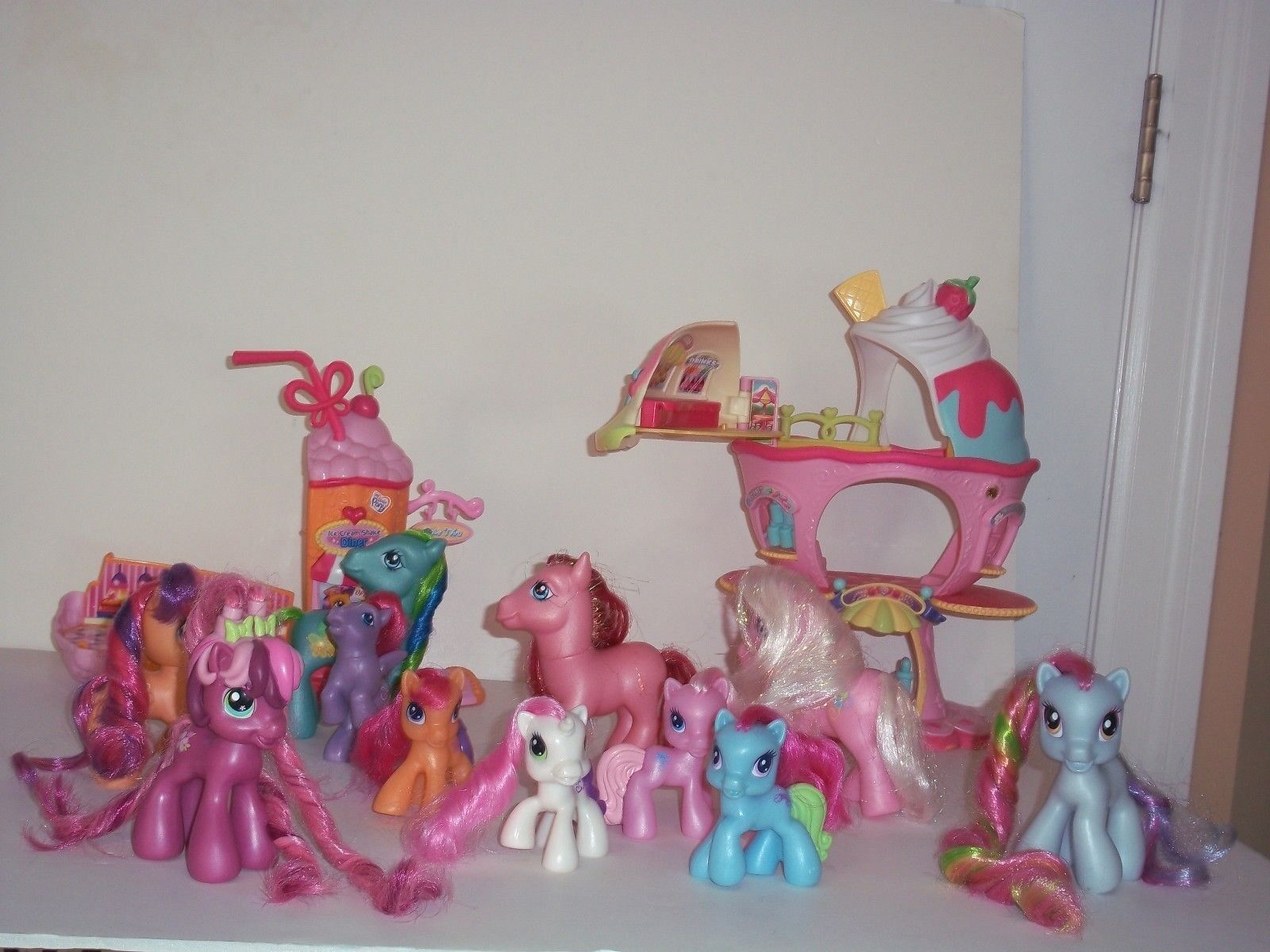 LOT OF MY LITTLE PONY PONYVILLE COLLECTORS ITEMS  Play Sets