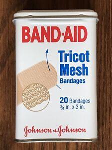 Vintage-Hinged-Lid-Tin-Band-Aid-Box-Johnson-amp-Johnson-Tricot-Mesh-Bandages-Empty