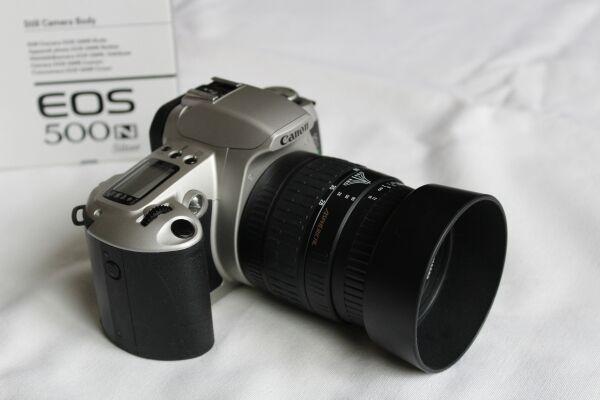 Canon EOS 500N 35mm Spiegelreflexkamera mit 28-80mm Objektiv Kit