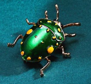 Green spotted Beetle Bug brooch pin badge enamel realistic vintage style Insect