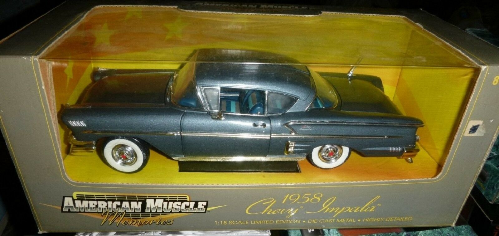 CHEVROLET Impala Coupé 1958 azul métal  1 18 American Muscle