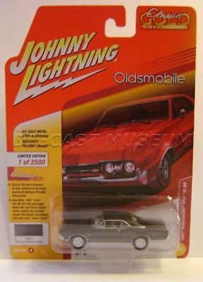 RR 1967 OLDSMOBILE 442 w30 Antique Pewter JOHNNY LIGHTNING voiture World 1:64 Neuf dans sa boîte