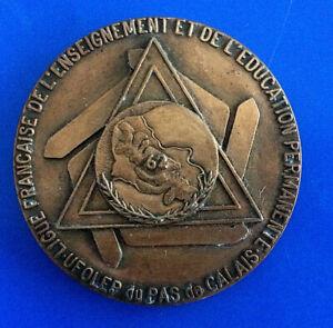 0250-Medaille-Ligue-Francaise-de-l-039-Enseignement-et-de-l-039-Education-Permanente