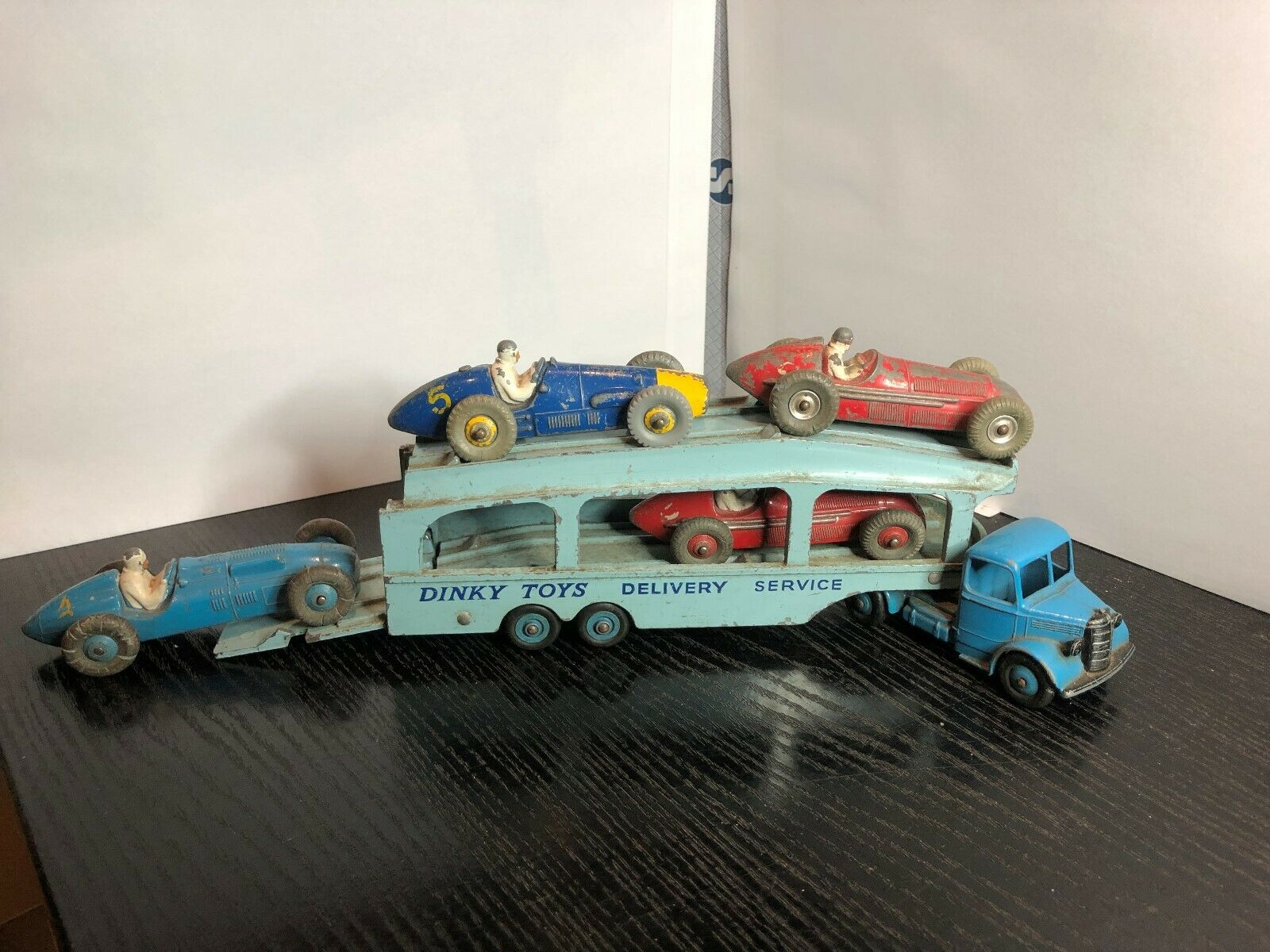 4 ORIGINAL DINKY SpielzeugS 23 serie RACING Autos & BEDFORD PULLMAN CAR TRANSPORTER