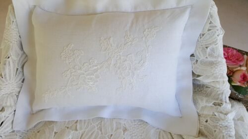 CUSHION COVERS IN FLAX LINEN AND FRENCH LACE