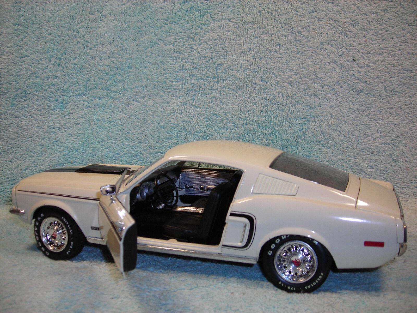 1 18 1958 1958 1958 Ford Mustang GT CJ428 en blancoo Negro Tira por ERTL American Muscle. 9764ca