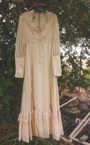 1970's Vintage White Bridal Gunne Sax Dress Size 9