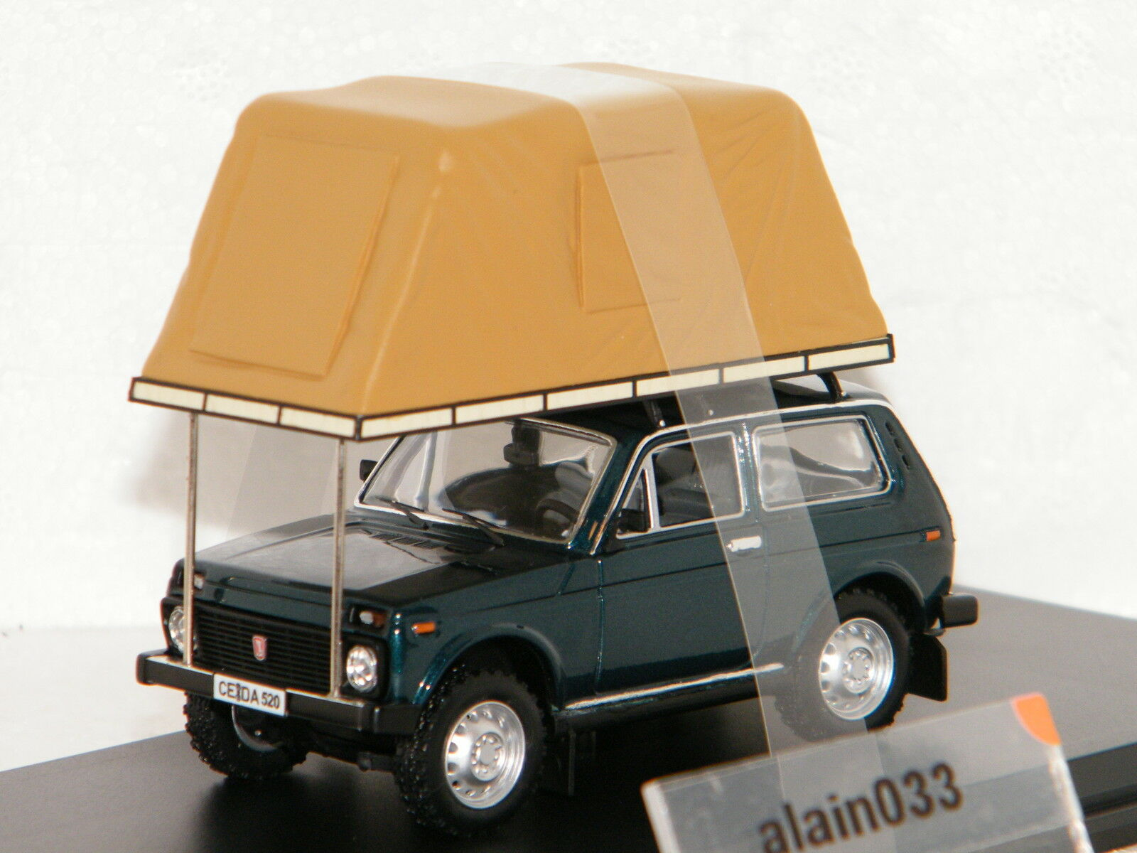 LADA NIVA Whith roof tent 1981 verde ISTMODELS 1 43 Ref IST296MR