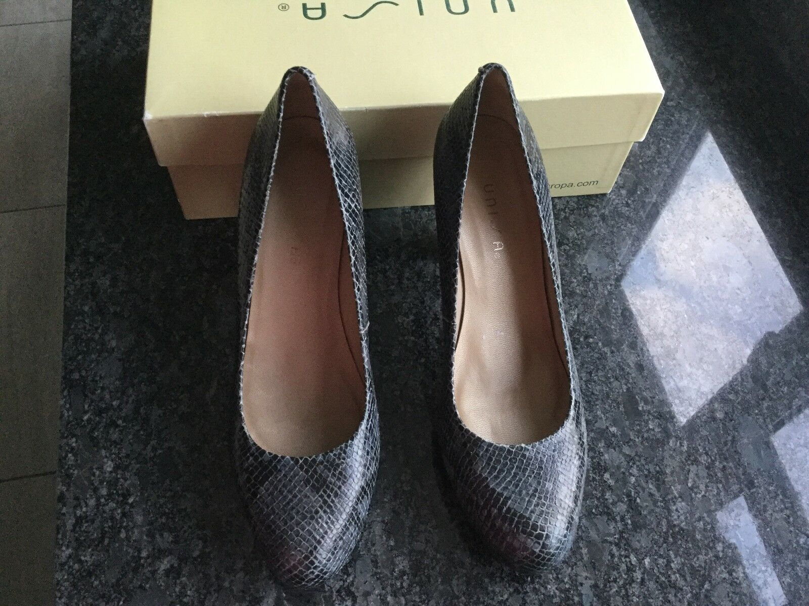 Unisa Ladies Black Grey Heeled Snake Print shoes Size 40   7. Great Condition.