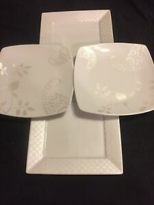 4-Mismatched-China-Dinner-Plates-White-with-Silver-Stunning-Pairing-209