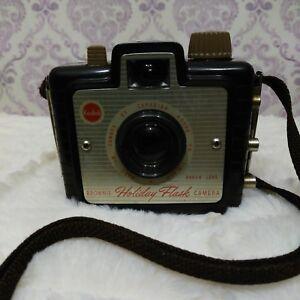 Vintage-Kodak-Brownie-Holiday-Flash-Camera-Dakon-Lens-Brown-Bakelite-Canada