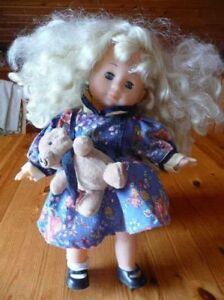 008-L-Huebsche-Puppe-Blond-mit-Teddy-Laenge-ca-36-cm