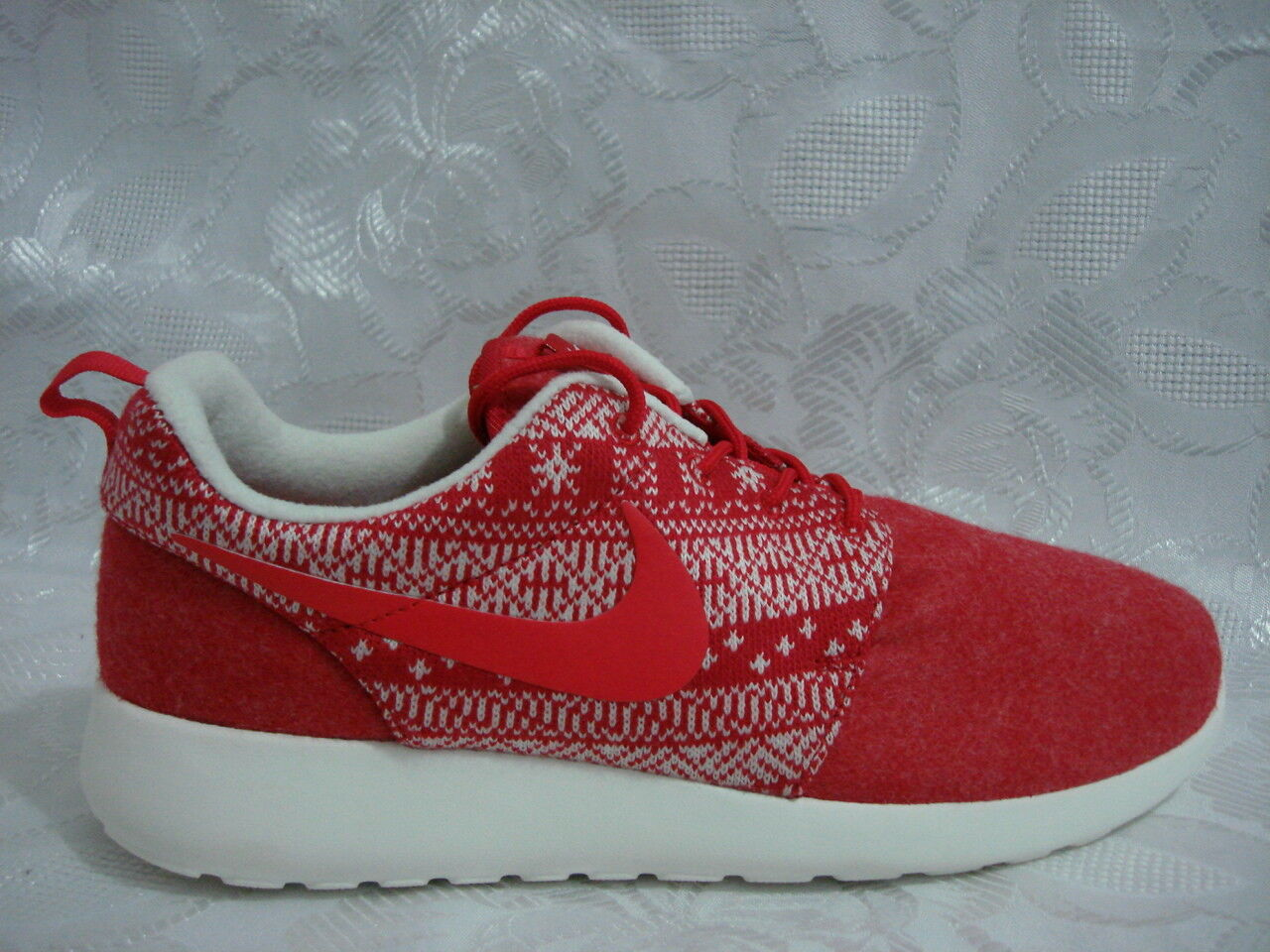 WOMENS NIKE ROSHE ONE WINTER W 11 M 9.5 UNIVERSITY RED CHRISTMAS SWEATER AIR MAX