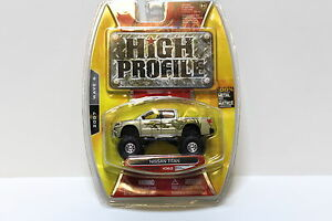 1-64-jada-Toys-nissan-Titan-Pick-up-high-profile-New-en-Premium-modelcars