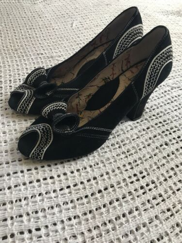 Miss L Fire Size 7.5 Black & White Embroidered Hee
