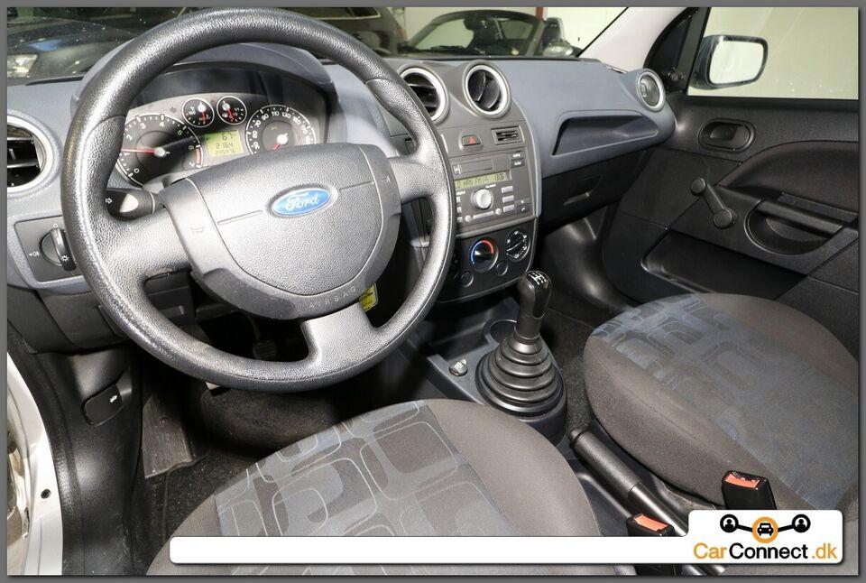 Ford Fiesta 1,3 Ambiente Benzin modelår 2006 km 247000