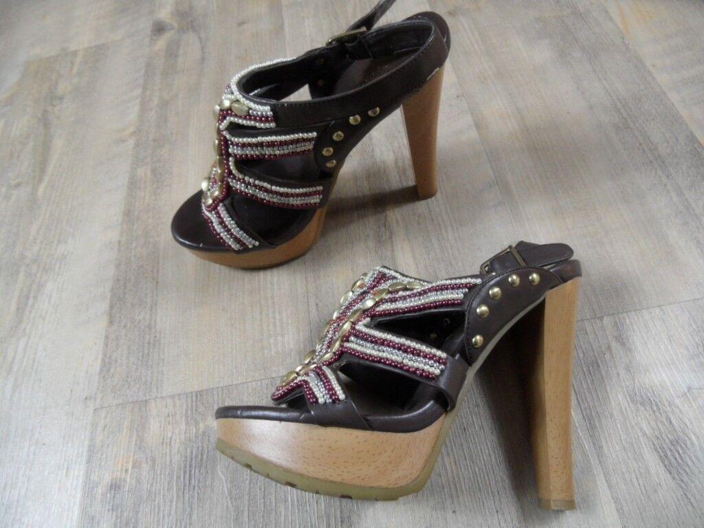 BCBG stylische High Heels Sandaleen braun Perlen Nieten Gr. 37 TOP ZC1217