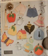 9220 Simplicity Potholders Sunbonnet Sue Butterfly Bumble Bee Apple Dress House
