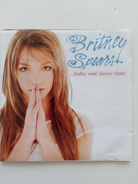 Britney Spears: Baby one more time, andet, Se begge foto…
