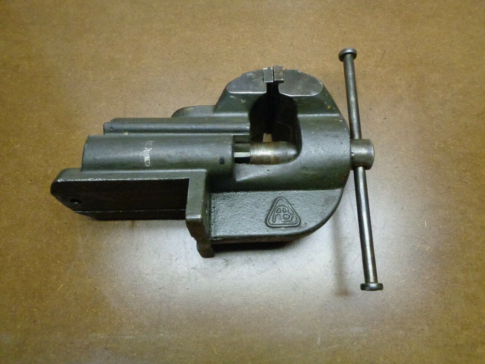 Alter Massiver Schraubstock  Spannweite 15cm Backenbreite 11,5cm-Gewicht 26.5Kg