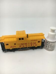 IHC-Caboose-Track-Cleaning-Clean-Action-Car-Union-Pacific-4355-HO-Scale-Ex8-T1