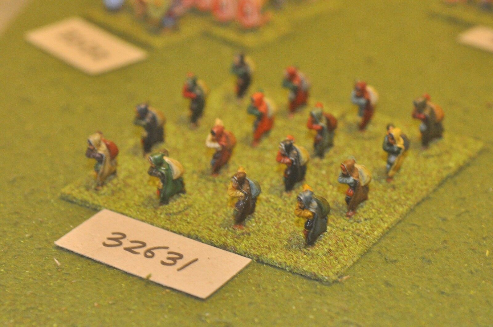 25mm fantasy   generic - peasants 16 figures - inf (32631)