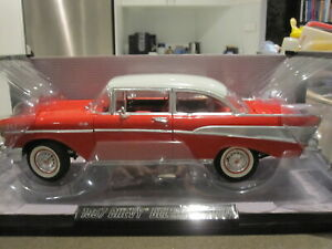 1-18-HIGHWAY-61-50547-1957-CHEVROLET-BEL-AIR-RED-WITH-WHITE-ROOF-NEW