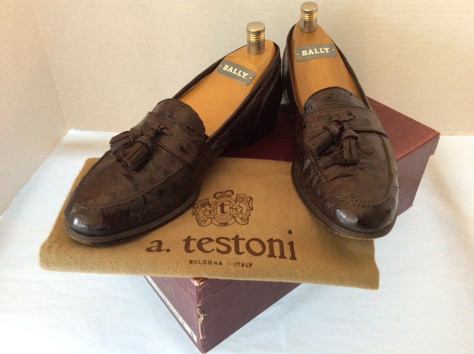 A. Testoni Brown Ostrich Rare Vintage 8 M very good with original Box