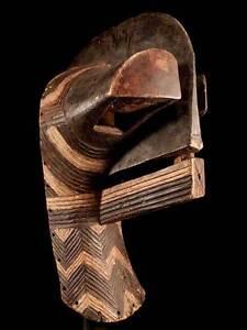 Maske-der-Songye-Kongo-incl-Staender