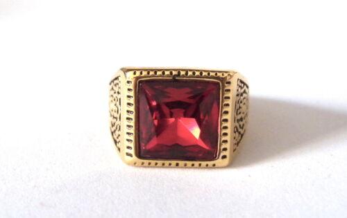 Anello in Acciaio Inox Color Oro Cabochon Rosso Chevalier Medievale Re Regina