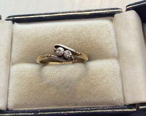 Beautiful-Ladies-Antique-18CT-Gold-amp-PLAT-Two-Stone-Diamond-Twist-Ring-Nice
