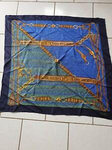 authentique foulard en soie CELINE Paris  90cm x 85cm