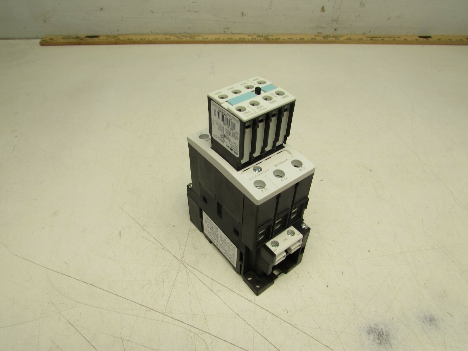 SIEMENS SIRIUS 3RT1034-1AP04 CONTACTOR 230VAC COIL 3-POLE EXCELLENT MAKE OFFER