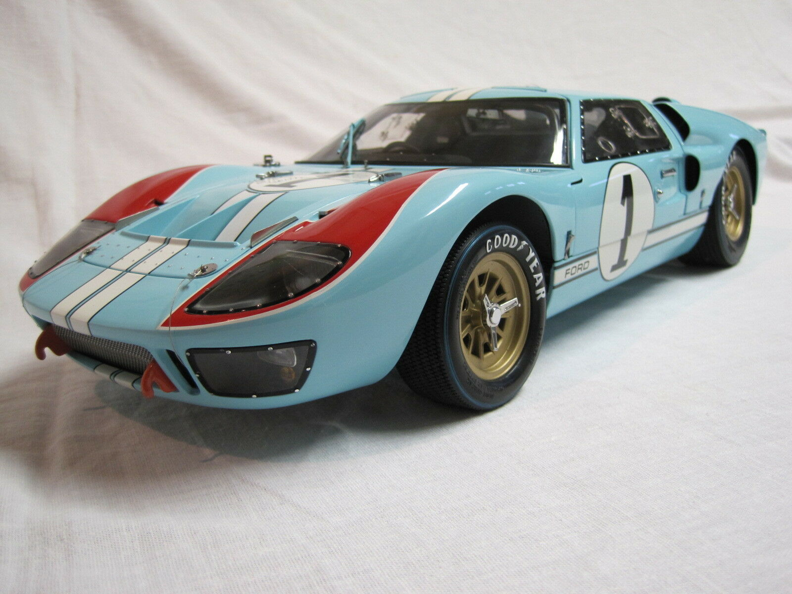 EXOTO 1/10 FORD GT 40 40 40 EDITION LIMITEE A 1966 EX. EPUISE A CE JOUR 252290