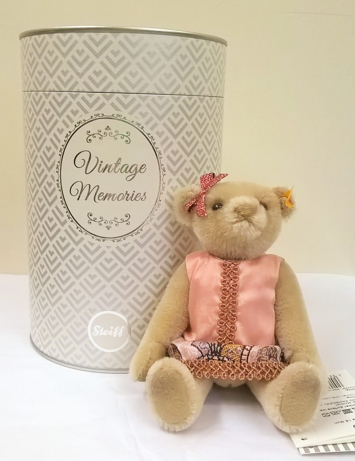 026850 Vintage Memories Tess Teddy bear in gift box by Steiff