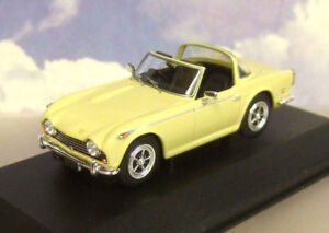 SUPERB-CORGI-VANGUARDS-DIECAST-1-43-1968-TRIUMPH-TR5-IN-JASMINE-YELLOW-VA11509