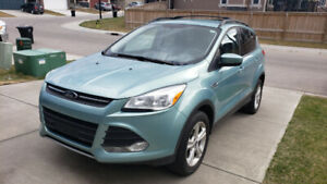 2013 FORD ESCAPE AWD, Remote Start, Nav, Heated Seats, ACTIVE---