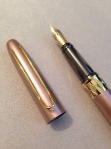 HERO-7038-PINK-GOLD-TRIM-MEDIUM-NIB-FOUNTAIN-PEN-CONVERTER-UK-SELLER