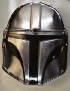 2020-Star-Wars-The-Mandalorian-Season-1-Collectors-Helmet-Tin