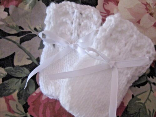 6 HAND KNITTED BABY MITTENS IN WHITE SIZE NEW BORN