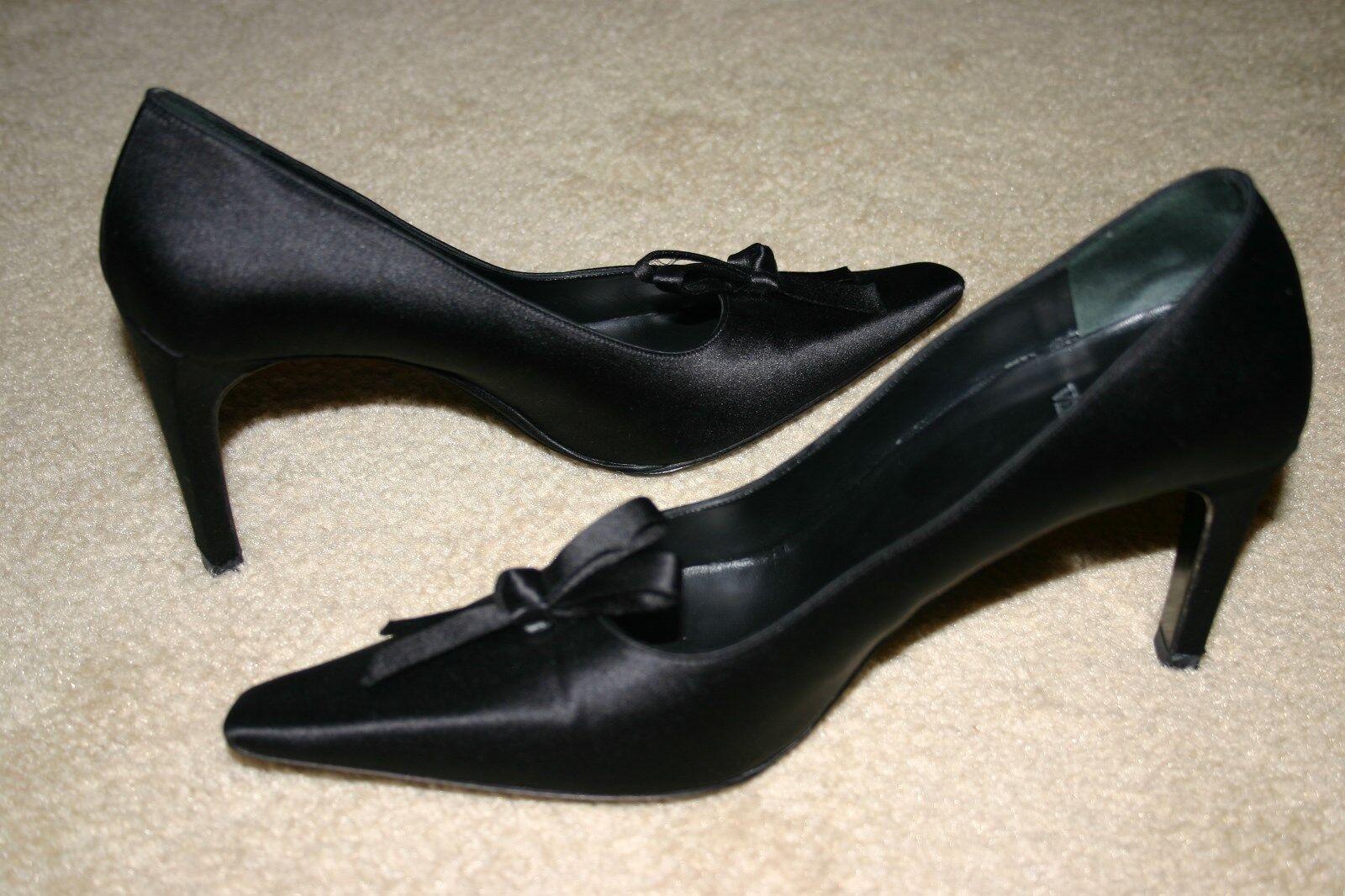 Vera Wang BLACK Formal CLASSIC Ribbon Knot Dress PUMPS Heels Sz 8 M runs Narrow
