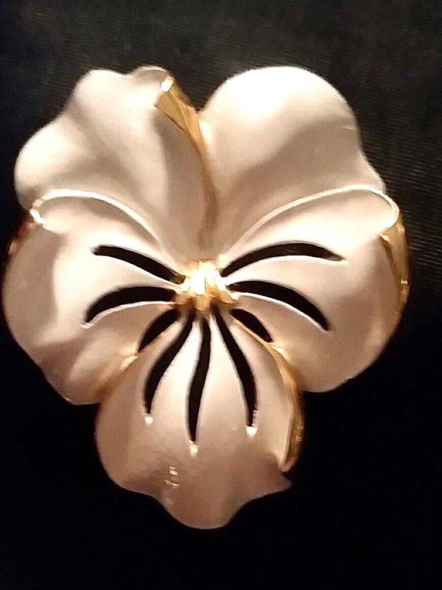 Vintage Pansy Brooch Enamel Gold White Violet Vio… - image 6