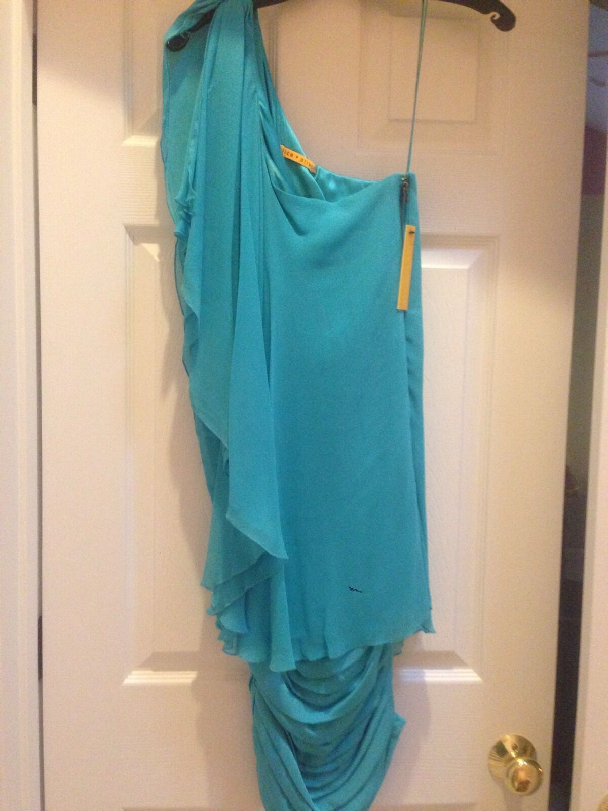 Beautiful Dress By Alice And Olivia. New With Tags . Amazing Deal