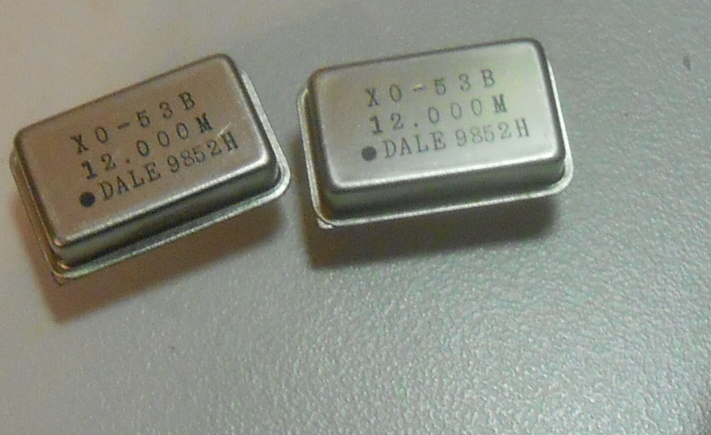 LOT OF 46 12 000 MHZ FULL Größe OSCILLATORS X0-53B 12 000M DALE