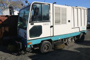 TENNANT-830-I-STREET-SWEEPER-DIESEL-ENGINE-TOUCH-PAD-CONTROLS-LOW-HOURS